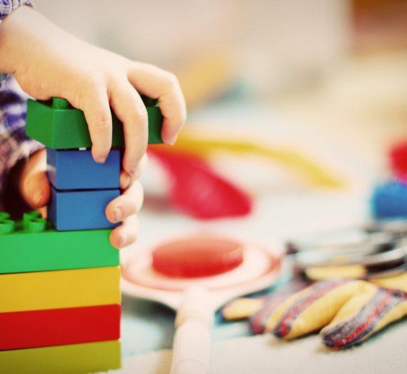 O komunikacji przez zabawę. Jak rozmawiać z przedszkolakiem?