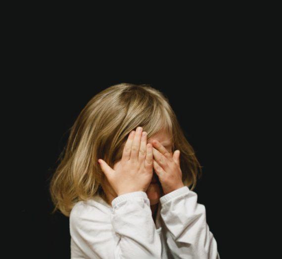 """Co robić, kiedy dziecko krzyczy w złości """"Nie znoszę Cię"""" i """"Nie chcę Cię widzieć""""?"""